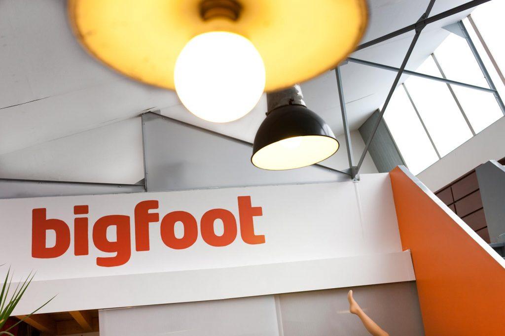 Bigfoot. Agence conseil en communication BtoB. En veille, curieux, explorateurs pour reconsidérer les fondamentaux, bousculer les habitudes et redonner du pouvoir aux idées.